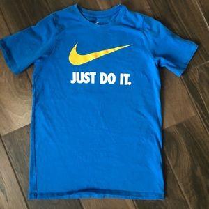 Nike youth logo t-shirt